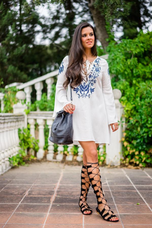70s dress vestido setentero estilo boho con mangas acampanadas sandalias de ante con cordones Crimenes de la Moda