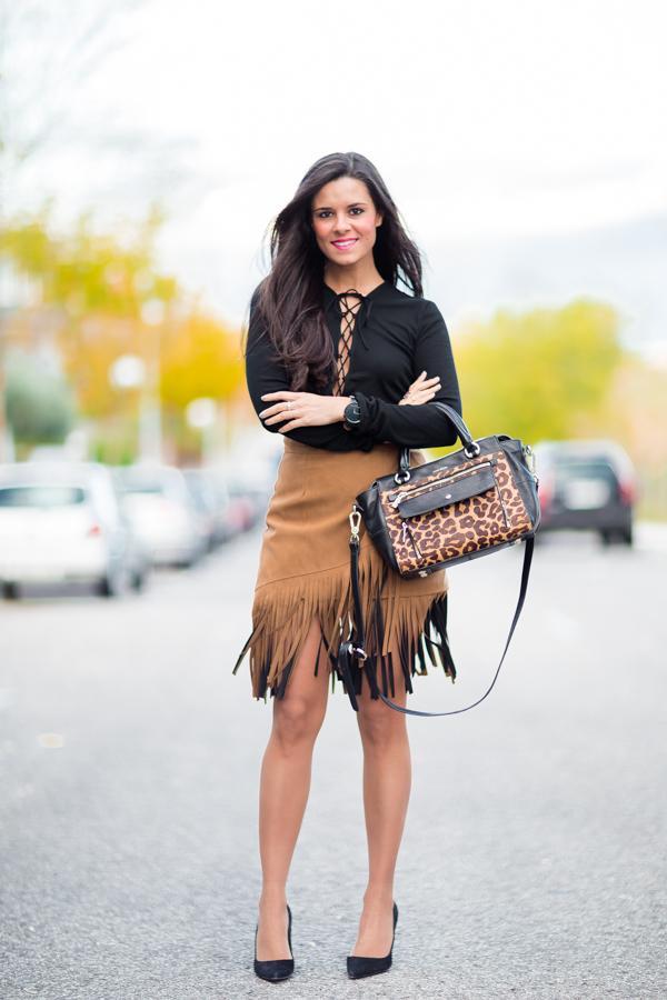 Fringe skirt falda de flecos top con cordones bolso leopardo Karen Millen Crímenes de la Moda
