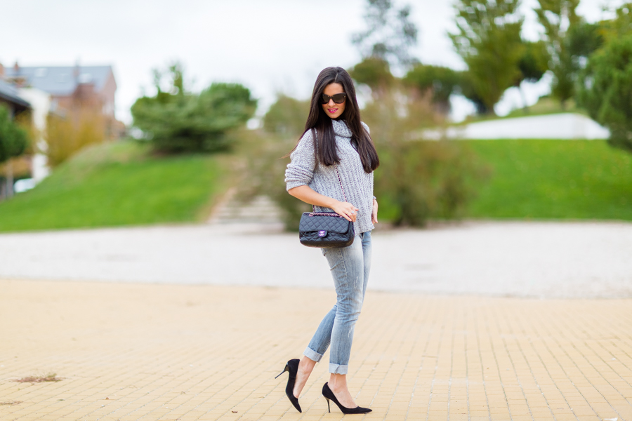 Look sencillo simple outfit Chanel bag Miss Guided sweater Crímenes de la Moda