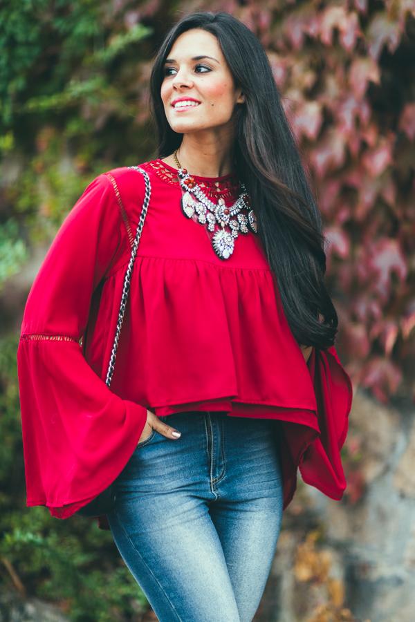 Burgundy Autumn blusa burdeos mangas acampanadas zapatos cordones Zara bolso Chanel Crimenes de la Moda