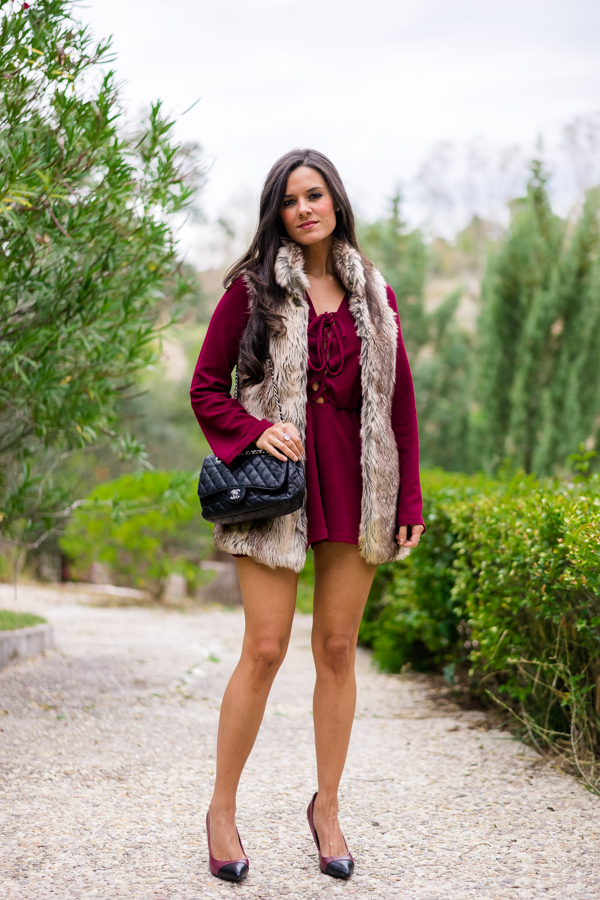 Burgundy playsuit fur vest mono burdeos chaleco de pelo bolso chanel bag Crimenes de la Moda
