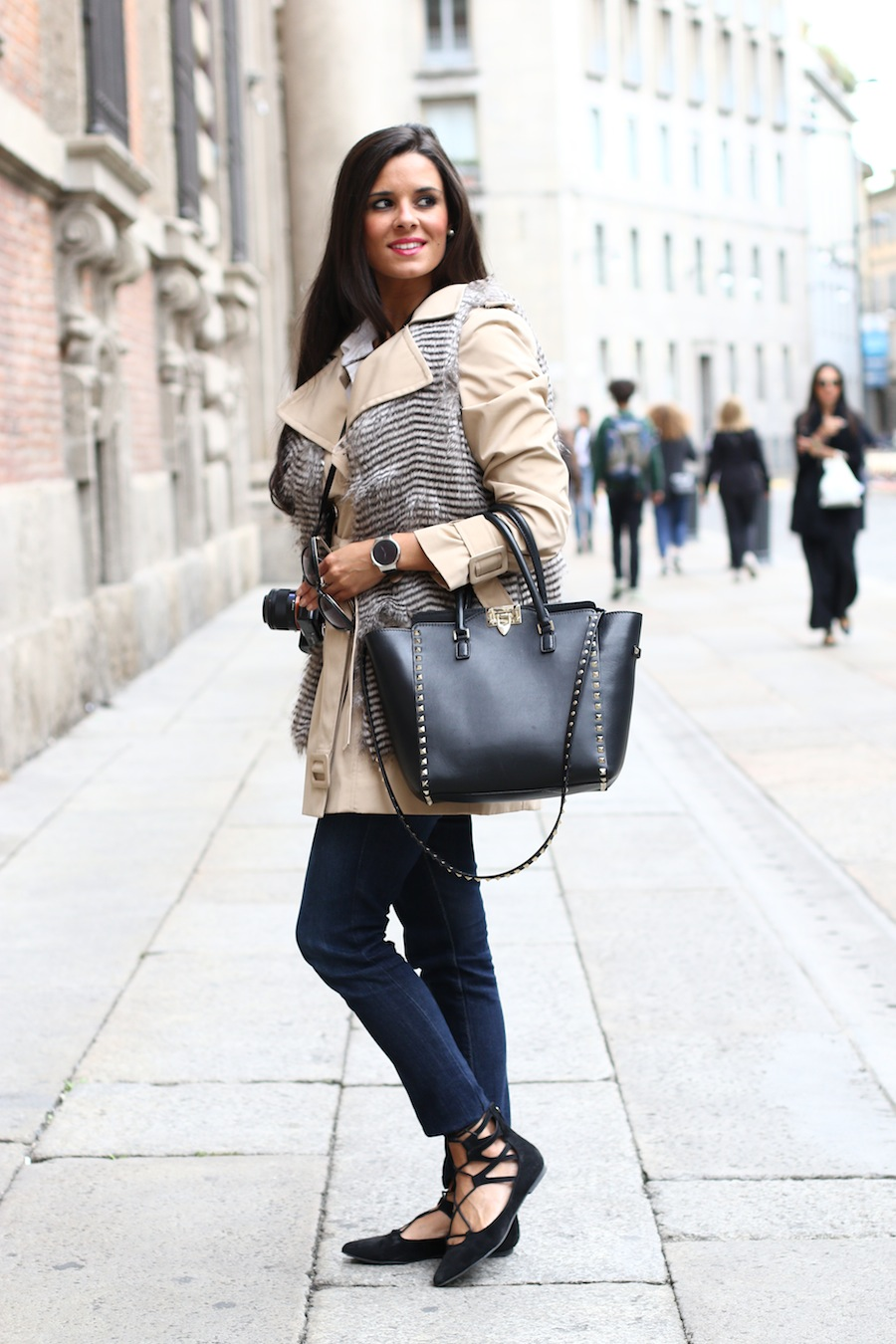Milan Fashion Week Huawei smartwatch Valentino Rockstud Crimenes de la Moda