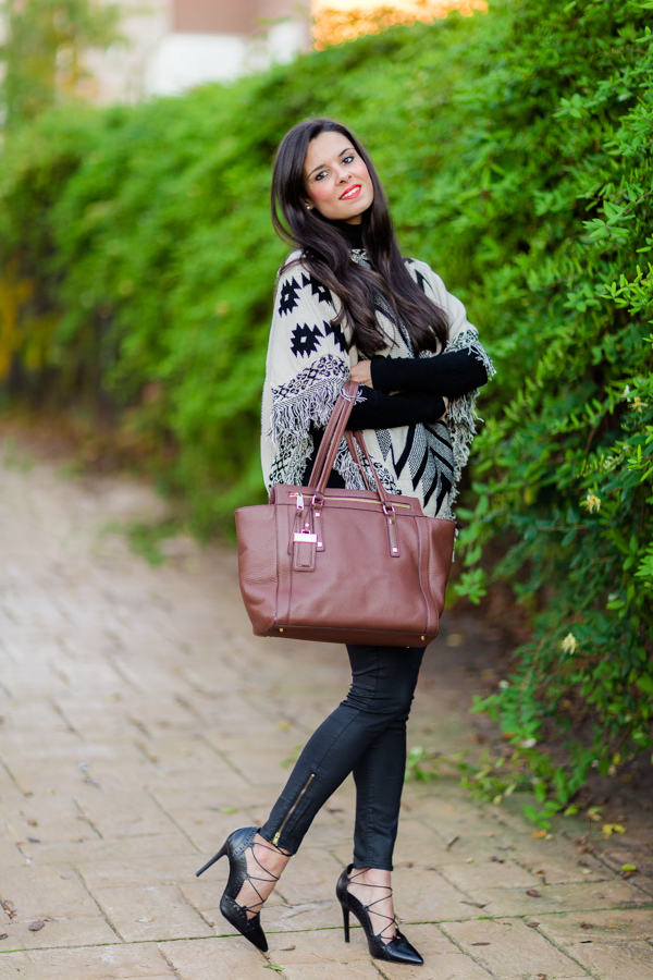 Poncho cape autumn look zapatos con cordones Zara bolso Nine West bag Crímenes de la Moda