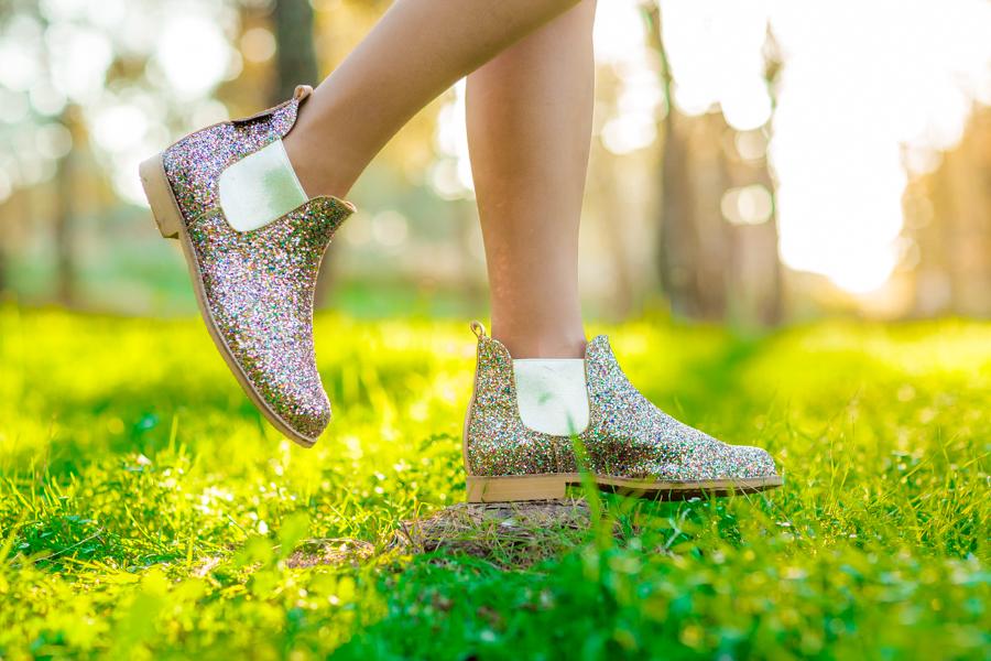 Saturday look botas glitter Neon Boots bufanda zig zag Missoni cárdigan burdeos falda negra ante botones bolso Marc Jacobs Crímenes de la Moda blog