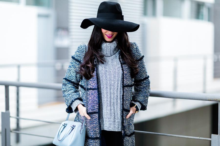 Gray and blue winter look tweed coat abrigo de lana azul Crimenes de la Moda blog