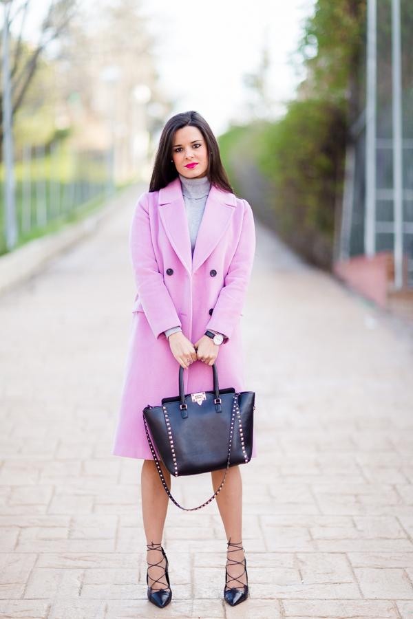 Pink Maxi Coat abrigo de lana largo rosa Valentino Rockstud negro zapatos negros acordonados Zara look estilo lady Crimenes de la Moda blog