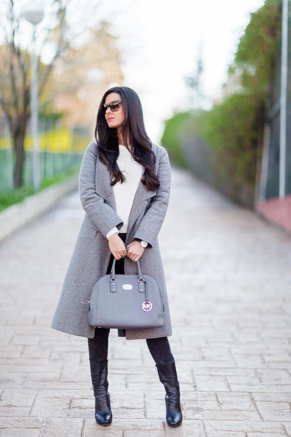 Gray look gris abrigo largo maxi coat bolso Michael Kors Tote Crimenes de la Moda blog