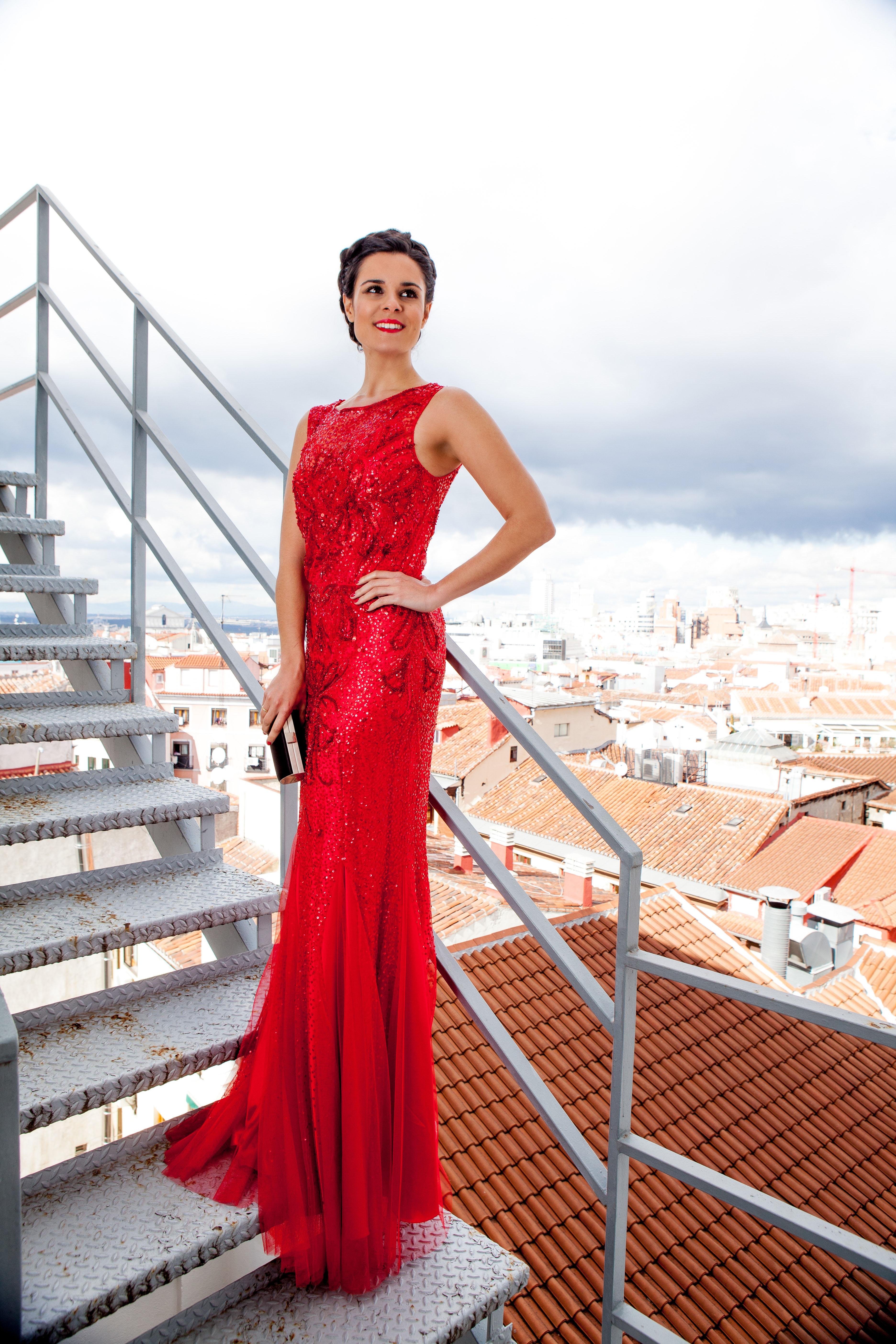Aire Barcelona vestido rojo largo invitada 2016 hotel Me Madrid Reina Victoria fotógrafo Miguel Ángel Fernández maquillaje Oui Novias peinado recogido con trenzas Peluquerías Madrigal Crimenes de la Moda blog