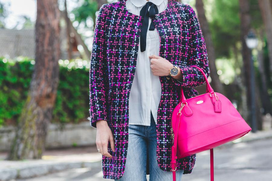Preppy style abrigo tweed coat Ohmylooks blusa con lazo bolso rosa fucsia Coach pink handbag Crimenes de la Moda blog