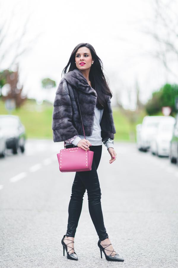 Sequin Pullover Sudadera con lentejuelas bolso rosa MIchael Kors pink handbag fur gray coat zapatos de tacón con cordones Zara Crimenes de la Moda blog