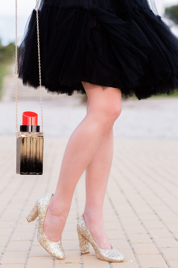 Black Tulle Skirt falda de tul negro bolso forma pintalabios clutch lips zapatos glitter shoes Crimenes de la Moda blog Maria Jesus Garnica