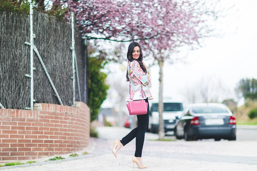 Bienvenida primavera spring look blazer estampada Highly Preppy 2016 stillettos nude bolso rosa tachuelas Michael Kors pink studded handbag Crimenes de la Moda blog Maria Jesus Garnica Navarro