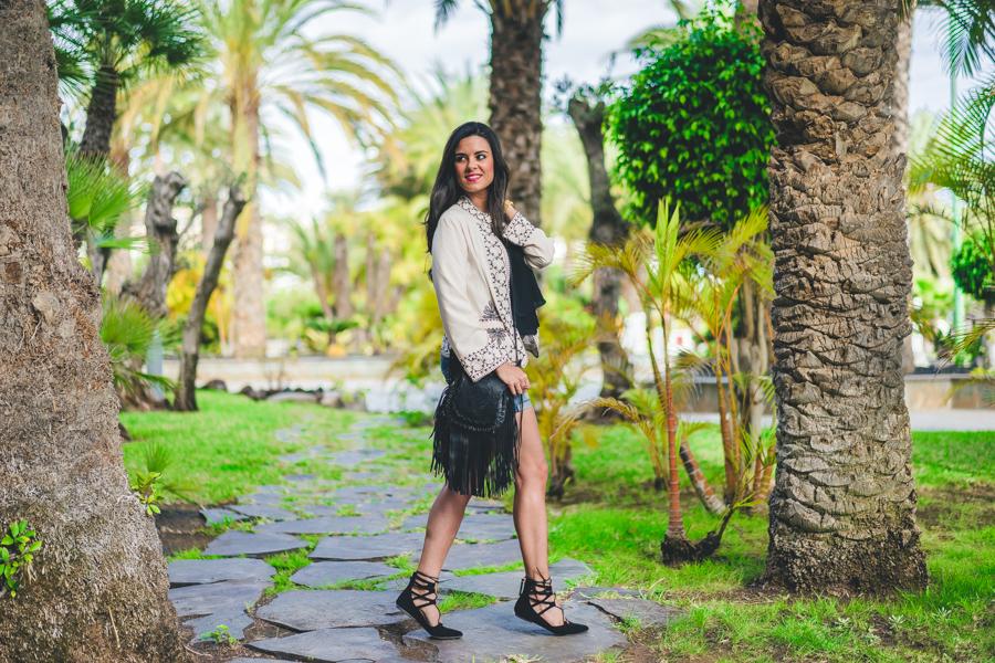 Chaqueta boho jacket bolso flecos Highly Preppy 2016 fringed handbag bailarinas lace up cinturón de doble hebilla Crimenes de la Moda blog Maria Jesus Garnica Navarro