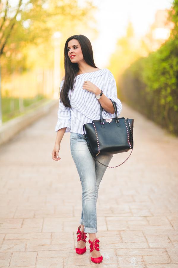 Camisa de rayas bolso Valentino Rockstud negro zapatos Keli Salo Crimenes de la moda blog Maria Jesus Garnica Navarro