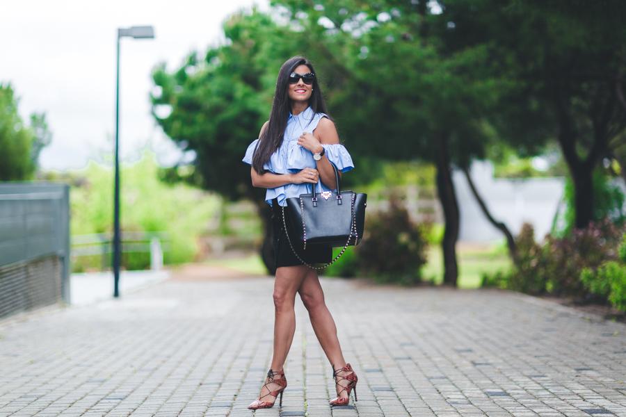 Camisa de volantes falda de ante con botones zapatos lace up Topshop bolso Valentino Rockstud Crimenes de la Moda blog Maria Jesus Garnica Navarro