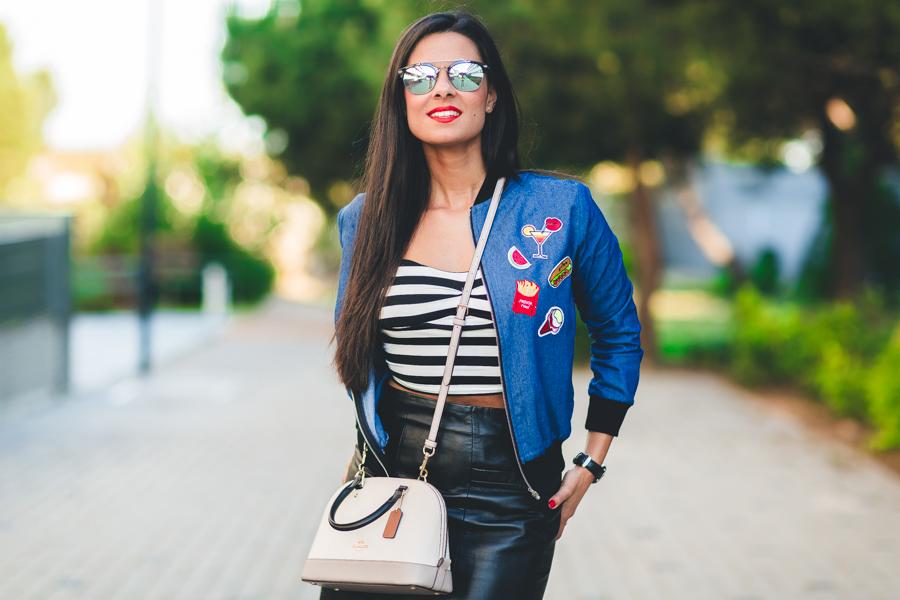 DIY Chaqueta bomber con parches bolso Coach handbag zapatos rojos lace up Keli&Salo gafas de sol Backflip Visionuno Crimenes de la Moda blog Maria Jesus Garnica Navarro