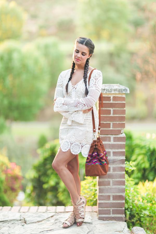 Vestido blanco crochet white dress trenzas boxeadora boxer braids bolso étnico Bughambilia Destino Maya sandalias doradas Zara gold sandals Crimenes de la Moda blog Maria Jesus Garnica Navarro