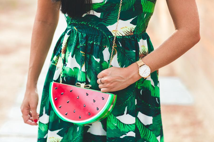 Tropical look lady dress vestido con estampado de hojas tropicales bolso con forma de sandía watermelon clutch bag sandalias leopardo Barbara Bui wedges Crimenes de la Moda blog Maria Jesus Garnica Navarro