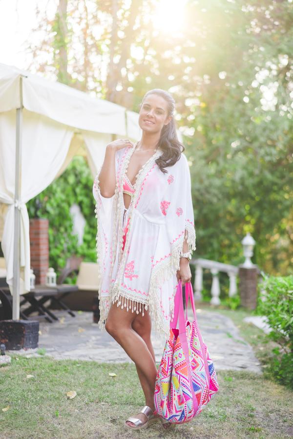 Pool party look Mele Beach kaftan triquini crochet swimwear bolso étnico Surkana Crimenes de la Moda blog Maria Jesus Garnica Navarro