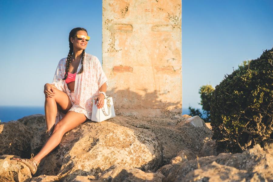 Kimono y shorts Surkana gafas de sol espejos Carrighan bolso blanco Michael Kors whit bag sandalias doradas Zara gold sandals trenzas boxeadora boxer braids Crimenes de la Moda blog Maria Jesus Garnica Navarro
