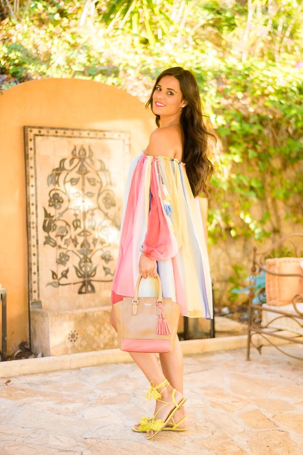 Multicolor Dress vestido de colores tie dye con hombros al aire off shoulder dress sandalias amarillas Miss Guided yellow sandals Crimenes de la Moda blog Maria Jesus Garnica Navarro