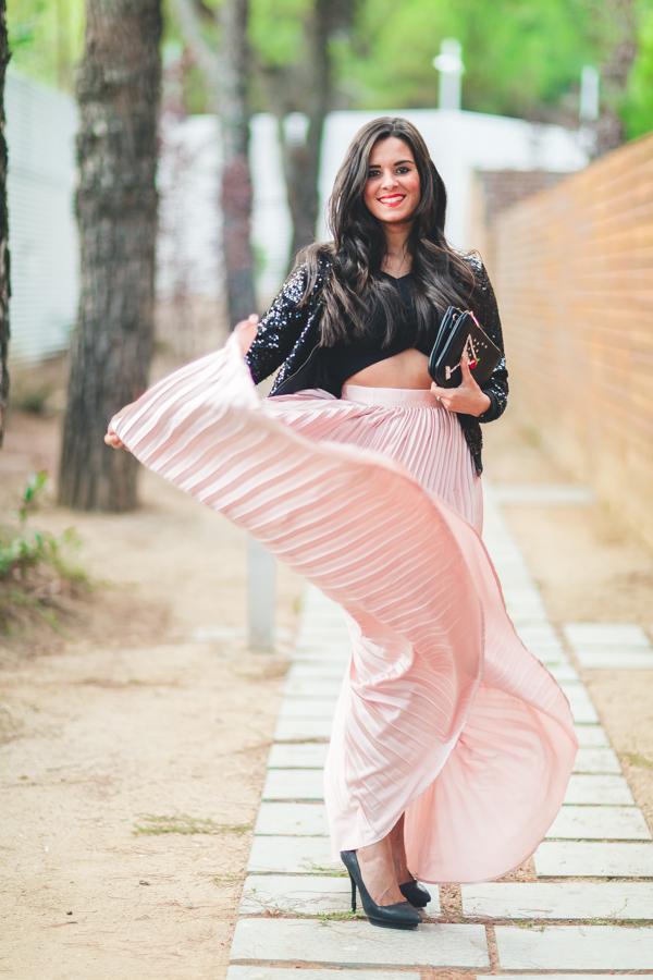 ELLE & DKNY party look falda larga plisada rosa palo pink dust pleated long skirt crop top Crimenes de la Moda blog Maria Jesus Garnica Navarro