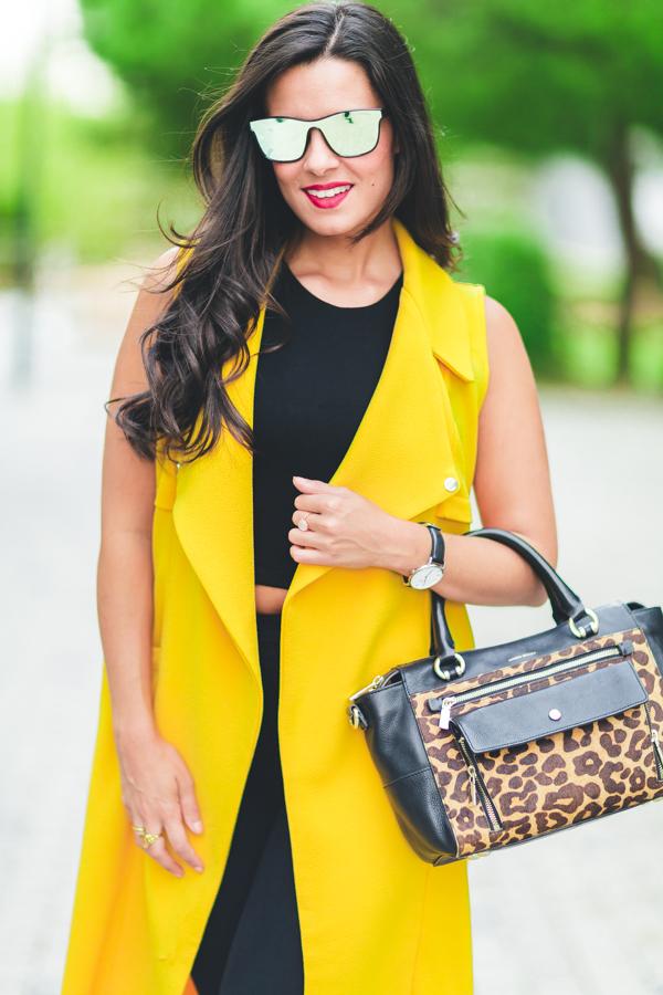 Maxi chaleco amarillo look entretiempo veroño gafas de sol pantalla completa Sunrays Crimenes de la Moda blog Maria Jesus Garnica Navarro