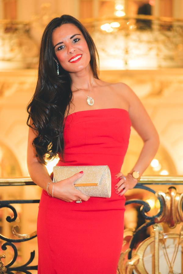 Vestido largo rojo palabra de honor Jorge de la Rosa red gown gold clutch Jimmy Choo dorado Crimenes de la Moda blog Maria Jesus Garnica Navarro