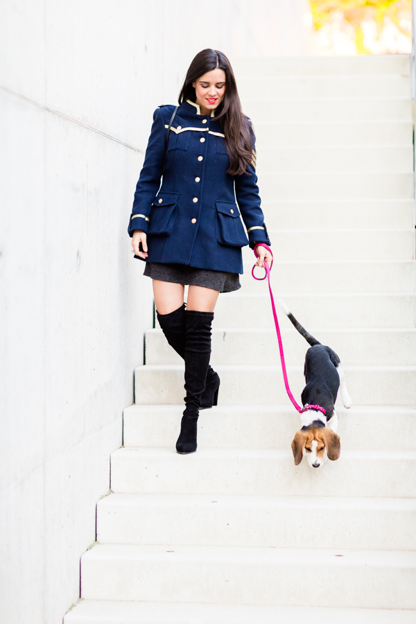Military coat abrigo militar azul marino Highly Preppy botas mosqueteras negro black over the knee boots Crimenes de la Moda blog Maria Jesus Garnica Navarro