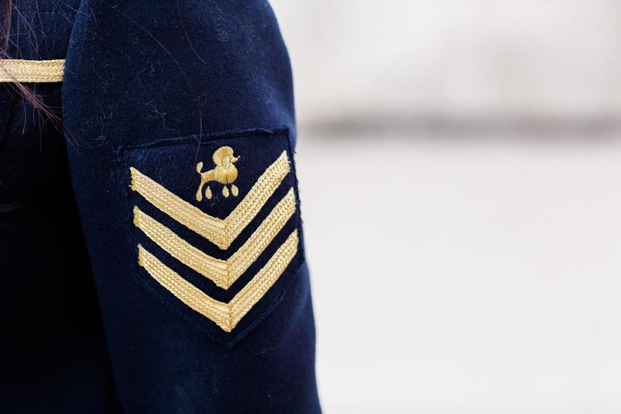 Military coat abrigo militar azul marino Highly Preppy botas mosqueteras negro black over the knee boots Crimenes de la Moda blog Maria Jesus Garnica Navarro