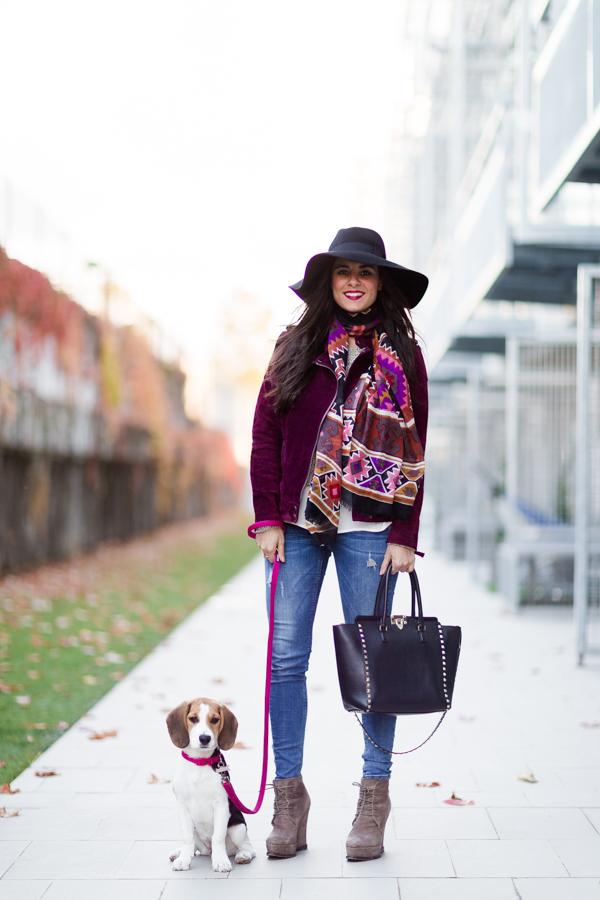 Burgundy Biker Jacket cazadora burdeos de ante look de otoño Crimenes de la Moda blog Maria Jesus Garnica Navarro