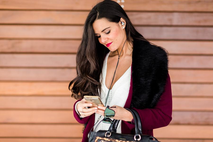 Burgundy coat abrigo burdeos auriculares RHA T20 earphones Reebok Classic Crimenes de la Moda blog Maria Jesus Garnica Navarro