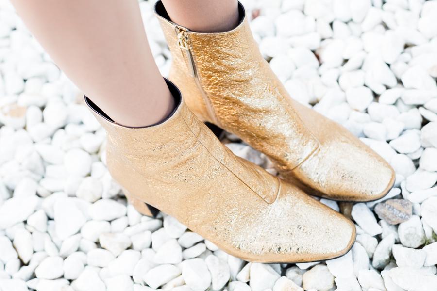 Gold booties Uterque botines dorados Crimenes de la Moda blog Maria Jesus Garnica Navarro
