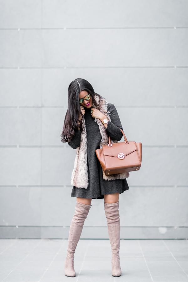 Over the knee boots botas mosqueteras antelina con tacón vestido de punto gris chaleco de pelo fur vest Crimenes de la Moda blog Maria Jesus Garnica Navarro