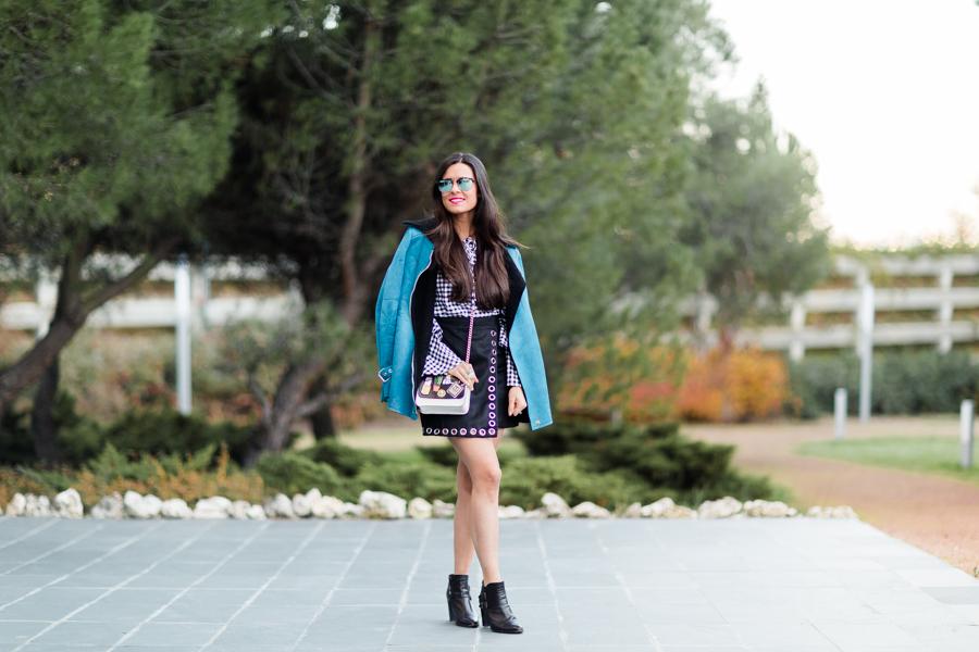 Mixing trends autumn 2016 camisa cuadros vichy con mangas con volantes bolso con parches Crimenes de la Moda blog Maria Jesus Garnica Navarro