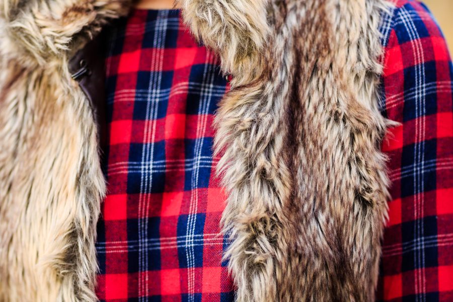Vestido de cuadros chaleco de pelo plaid dress fur vest Crimenes de la Moda blog Maria Jesus Garnica Navarro
