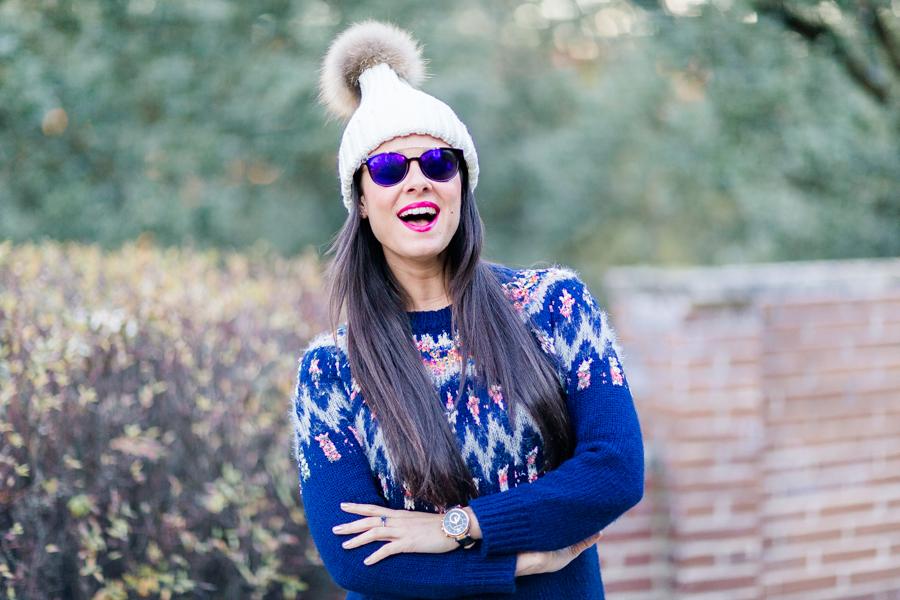 winter look de invierno jersey apreski gorro beanie con pompon Crimenes de la moda blog Maria Jesus Garnica Navarro