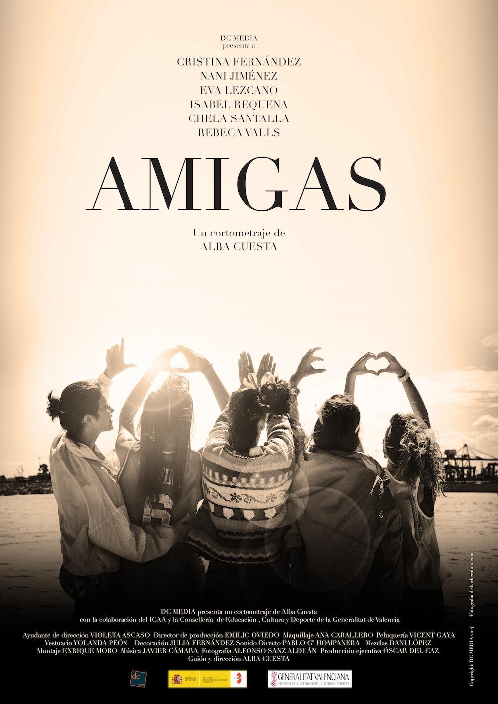 AMIGAS-51276-descalzaporelparque