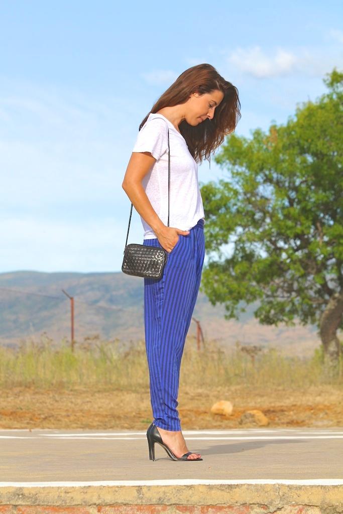 sandalias y pantalón rayas ZARA.descalzaporelparque (1)