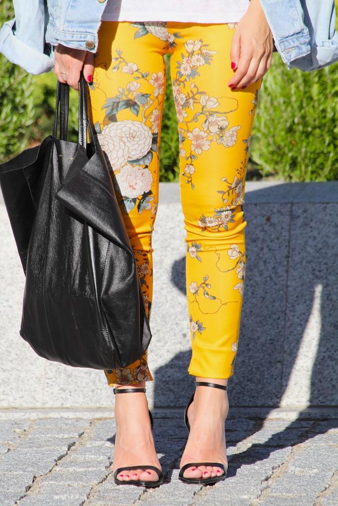 CÈLINE bag+pantalones flores.ZARA.descalzaporelparque
