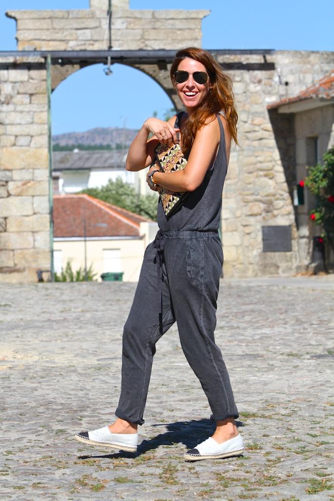 zara jumpsuit+chanel espadrilles+oysho bag+rayban.descalzaporelparque