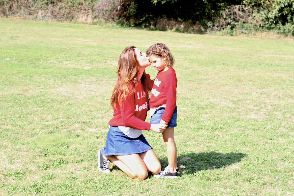 menime, denim,converse,fashion, kids, mommyblogger,miniblogger,children,zara,zarakids,red,kilt,jimena,descalzaporelparque