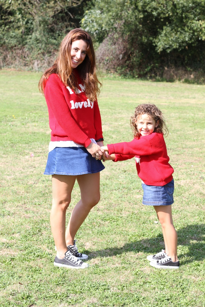 menime,  converse,denim,fashion, kids, mommyblogger,miniblogger,children,zara,zarakids,red,kilt,jimena,descalzaporelparque