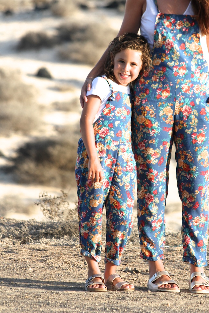 floral dungaree, mangokids,mangostreet,minime,zara, zarakids,fashion,kids,mommyblogger,style,blogger.ministyle,fashionkids,zarapictures,gold sandals,ootd,lookoftheday,outfit,descalzaporelparque
