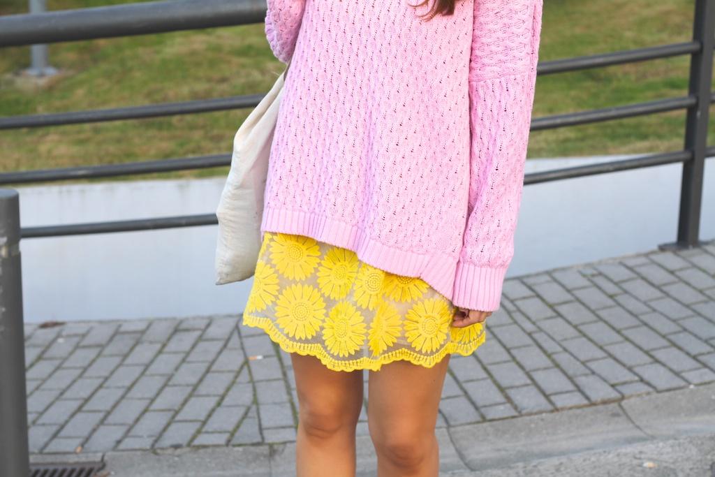 fashion,dress, yellow,style,converse,sweater,pink,zara, blogger,streetstyle,descalzaporelparque