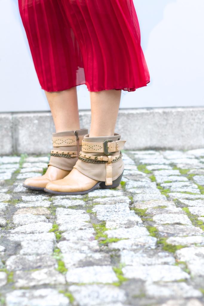 lifestyle-descalzaporelparque-vintage skirt-boots-Mariamare