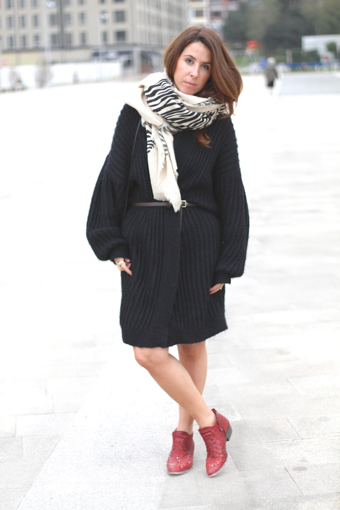 vintage -cardingan-kint-red- boots-cebra- scarf