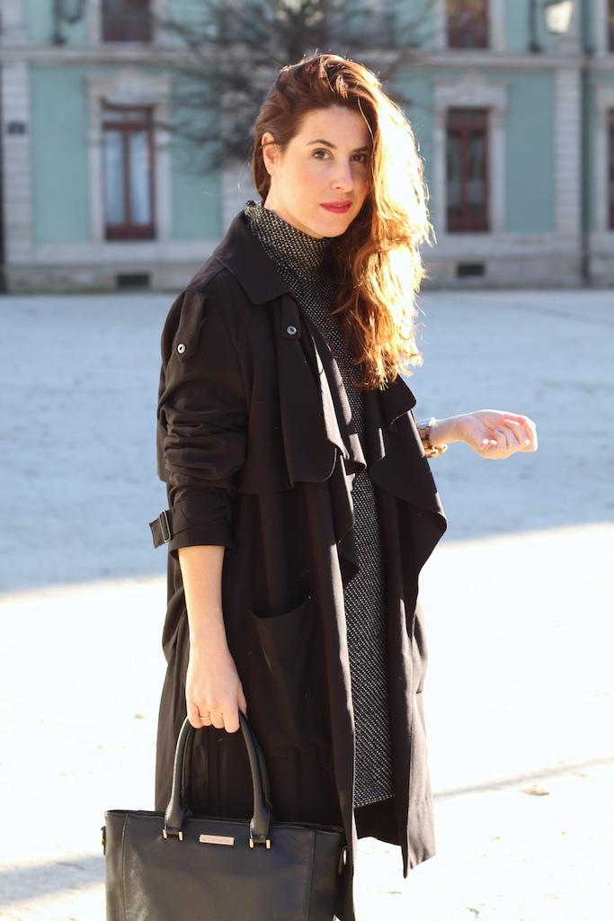 blogger-fashion-black-trench-streetstyle-descalzaporelparque
