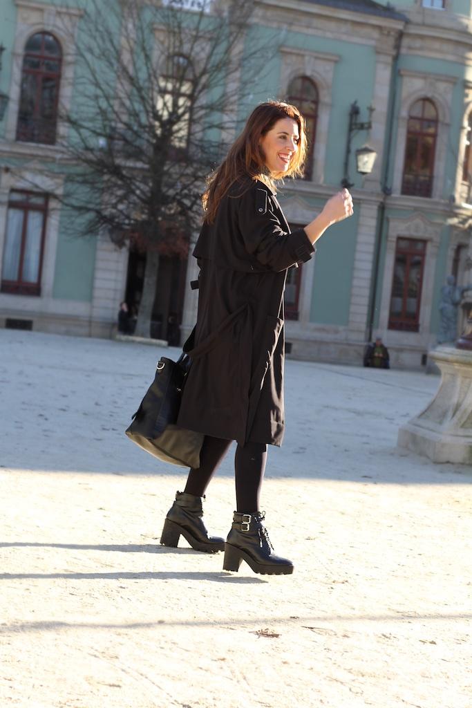 lugo-zara-mommyblogger-black-trench-streetstyle-descalzaporelparque