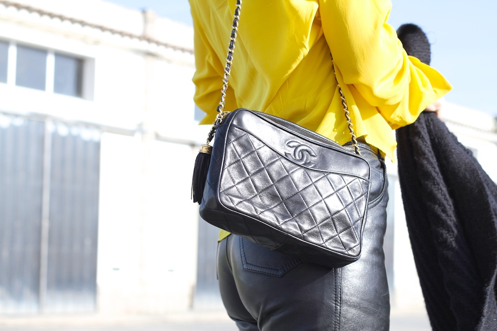 streetstyle-fashion-leather-vintage-chanel-bag-descalzaporelparque